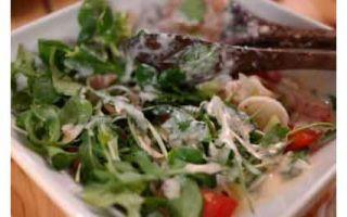 Салат из руколы с помидорами и сыром: разнообразие превыше всего!
