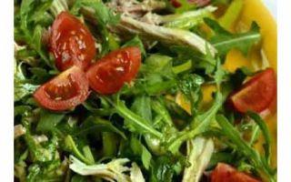 Салат из руколы с помидорами и курицей: две страны – один вкус